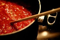 Photo of spaghetti sauce cooking by Joey Rozier under a Creative Commons licence.